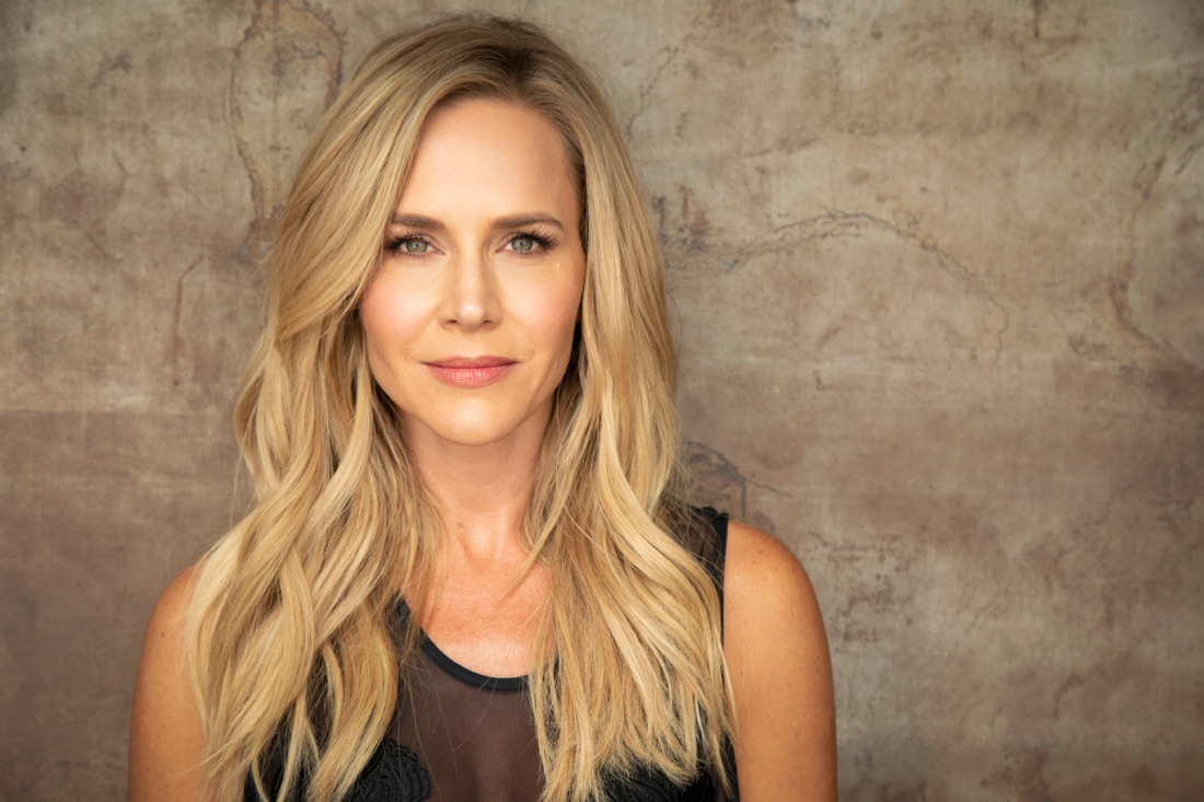 julie-benz-2
