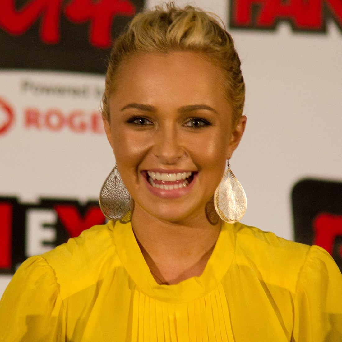 1200px-Hayden_Panettiere_in_2011_04_(cropped)